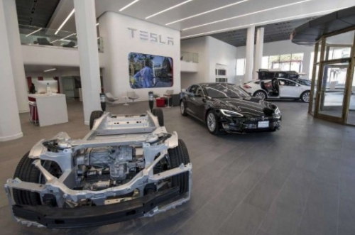 Tesla signs lease for its first San Antonio showroom